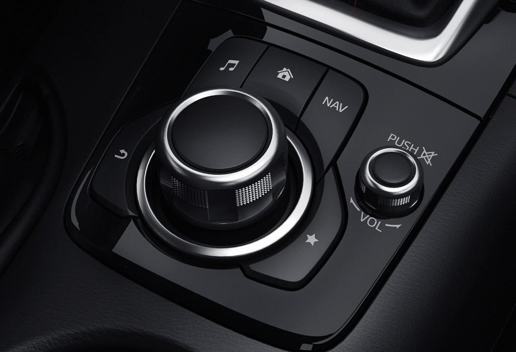 HMI komander - kombinacija kotačića i okolnih tipki na pravom mjestu za nesmetano korištenje u vožnji