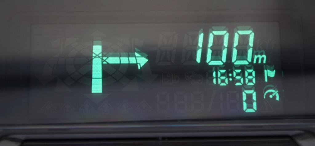 Cijeli set informacija koje HUD može prikazati predefiniran je na samom projekcijskom otvoru uređaja