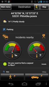 Iritantan detalj - zadate odredište, aplikacija izračuna rutu i povuče dodatne informacije s interneta - i onda stoji i čeka da nabodete idete li autom ili pješice... gdje je tu logika?
