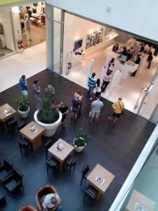Scenarij koji se (čak i masovnije) odvija na prodajnim mjestima - čeka se red na raskid ugovora ili prijenos broja kod drugog operatora... (FOTO: TOni Drabik, Facebook)