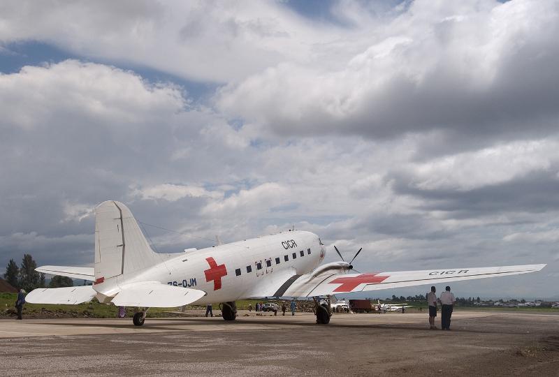 Ex-JRZ 71254 - danas, 65 godina nakon što je izašao iz Douglasove tvornice leti u Crveni križ u Africi