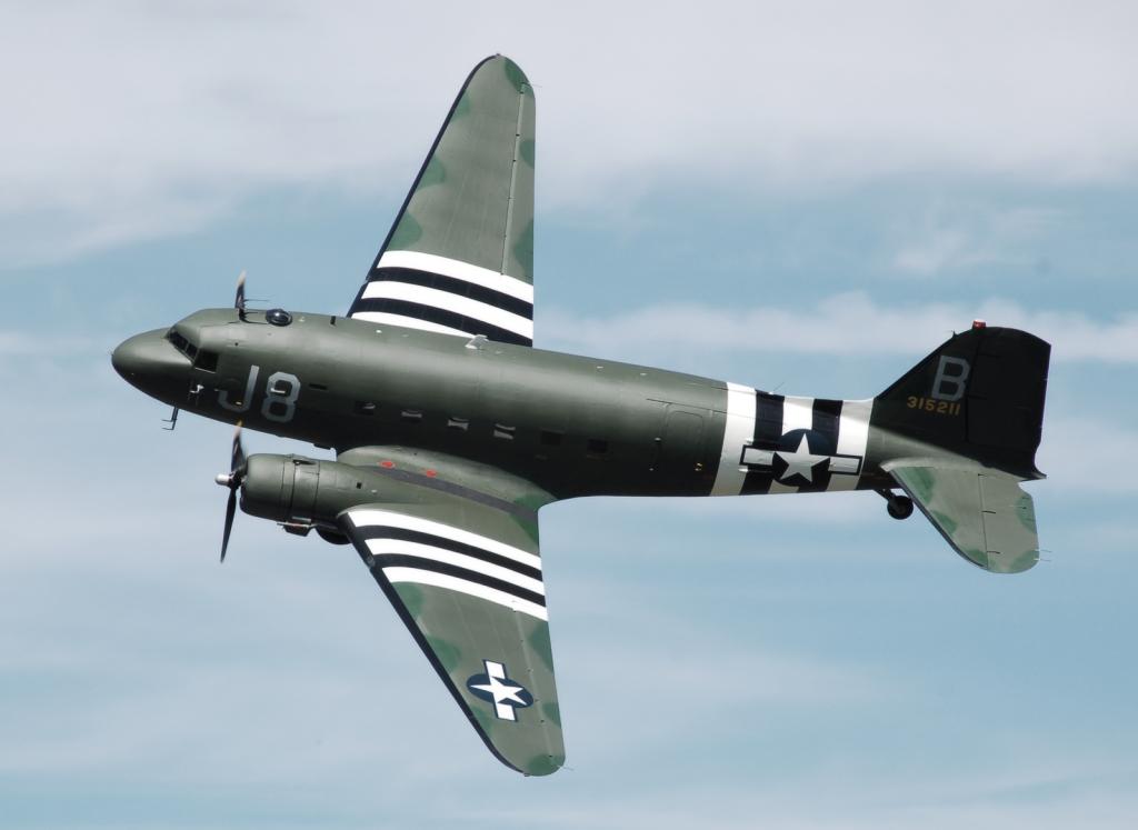 C-47 Skytrain, vojna verzija civilnog Douglasa DC-3 u raznim je svojim varijantama u vrijeme oko WWII proizveden u preko 10.000 komada