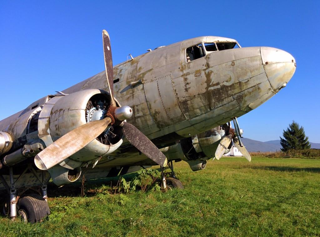 71255 u Otočcu, iako devastiran, u daleko je boljem stanju od onoga u Željavi (možda i od onog u vojnoj bazi u Zemuniku?) - bilo bi prekrasno kada bi ga se za 75. godišnjicu proizvodnje obnovilo kao dio povijesti zrakoplovstva